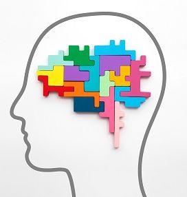 Grafisch dargestellte Silhouette eines Kopfes in der Seitbetrachtung. Das Gehirn ist in Form von bunten zusammengesetzten Puzzlestücken dargestellt.